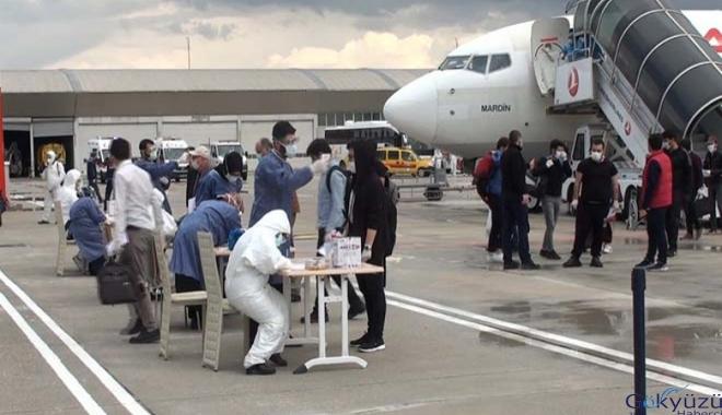 186 kişi uçakla Muş Sultan Alparslan Havalimanı'na getirildi.