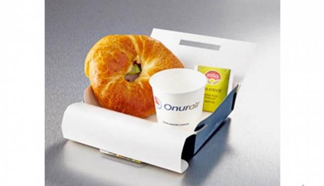 3 Saat rötara kek ve meyve suyu Onur Air'den hediye