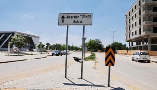 Alparslan Türkeş'in Adı Havalimanı'nı Bulvarına Verildi