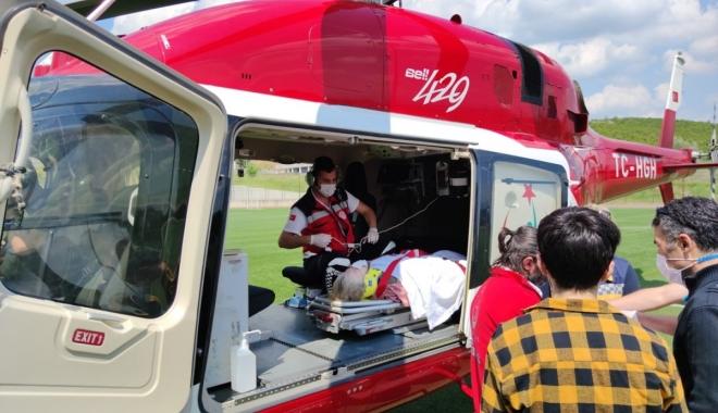 Ambulans helikopter,  yaralı kadın için havalandı#video