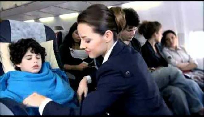 Anadolujet hostesi uçakta başından yaralandı!