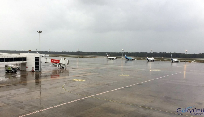 Antalya'da 10 uçuş iptal,5 uçak Konya ve Ankara'ya indi