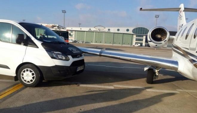 Atatürk Havalimanında Özel Jete Minibüs Çarptı
