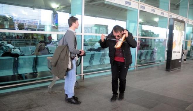 Baba Oldu. Havalimanında kemençe Çaldı