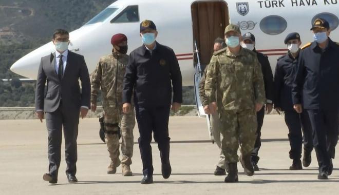 Bakan Akar'dan, Gökçeada'daki komando birliğine ziyaret