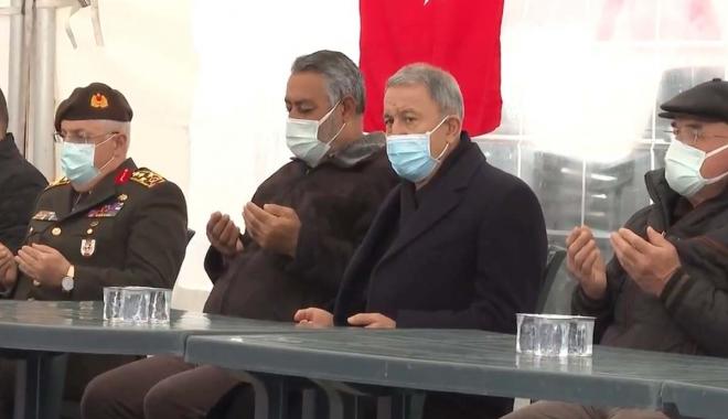 Bakan Akar, şehit ailelerini ziyaret etti(video)