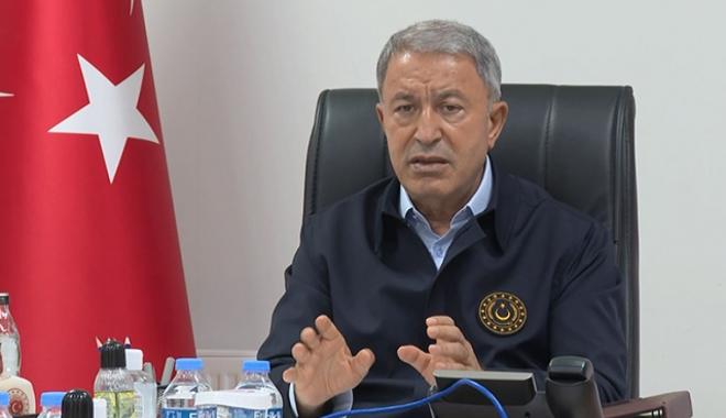 Bakan Akar'ın bulunduğu uçak 'acil iniş' yaptı