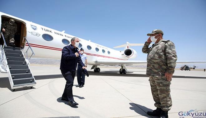 Bakan Akar, operasyonu sınır hattından takip ediyor