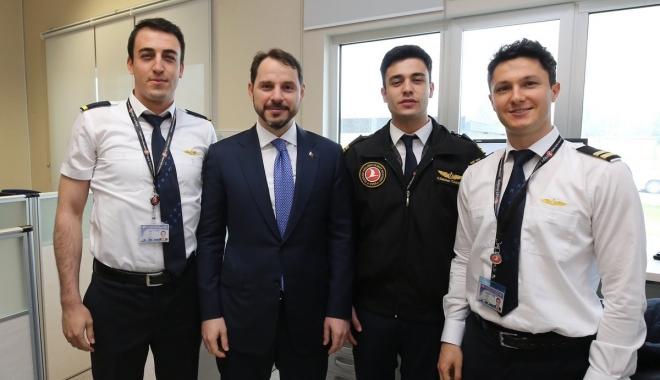 Bakan Albayrak THY Uçuş Akademisi'ni ziyaret etti!
