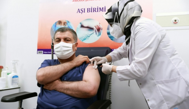 Bakan Koca koronavirüs aşısı oldu(video)