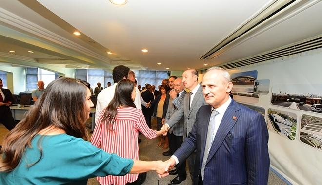 Bakan Turhan DHMİ personeliyle bayramlaştı