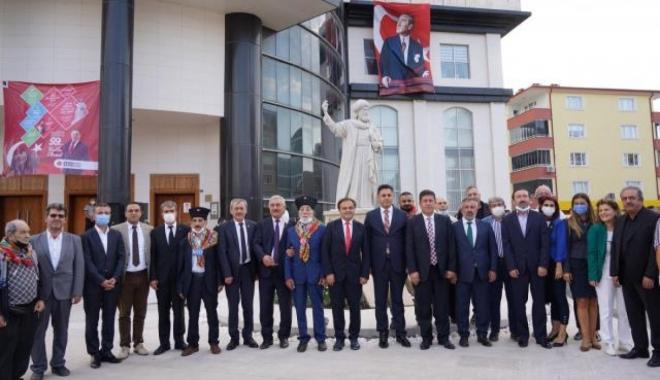 Bilecik'te Şeyh Edebali heykeli ve Kayı Anıtı törenle açıldı