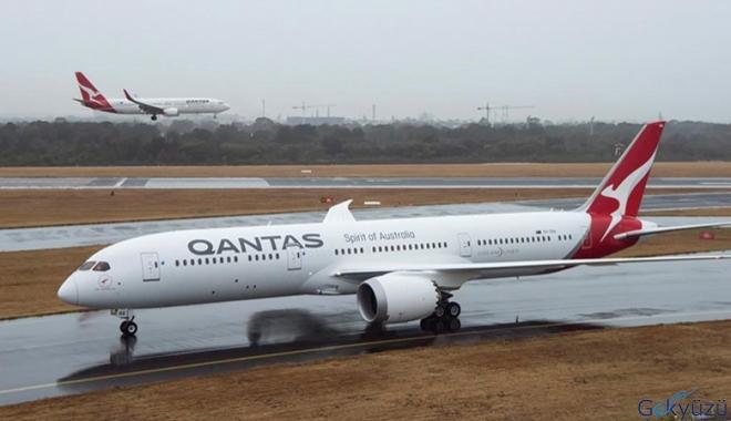 Boeing 737 NG tipi uçakta'çatlak'acil iniş yaptırdı!