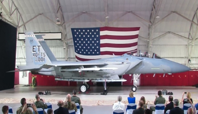 Boeing'in Teslim Edilen İlk F-15EX Uçağı (video)