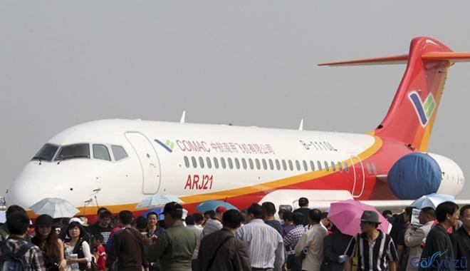 Çin ARJ21 model orta mesafeli yolcu uçağını test etti
