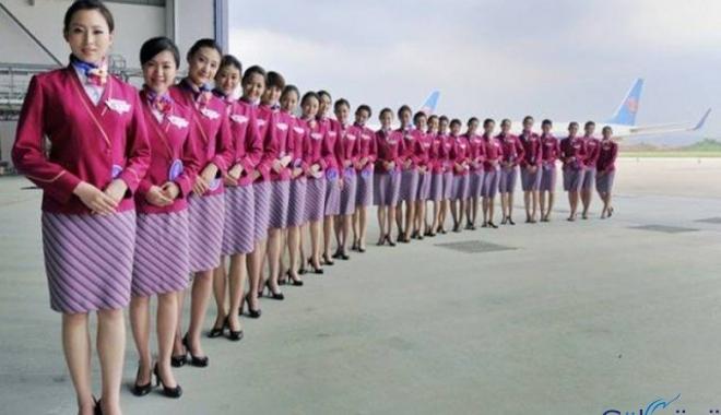Çinli kadın uçakta hostesi ısırdı