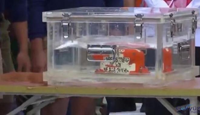 Düşen yolcu uçağının kara kutuları bulundu(video)