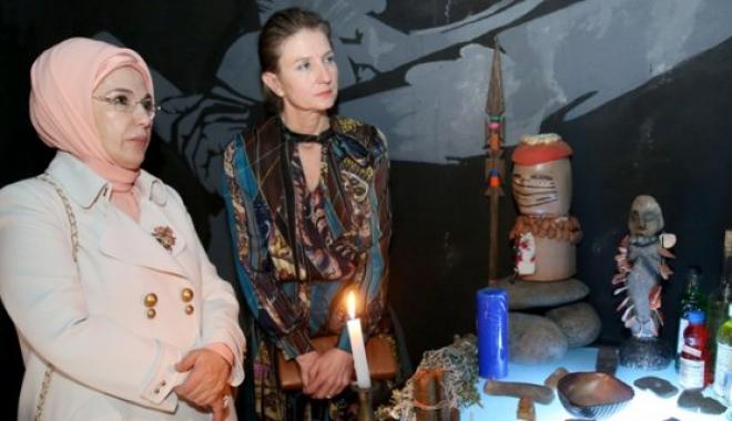 Emine Erdoğan, Mindale El Sanatları Müzesi'ni Gezdi