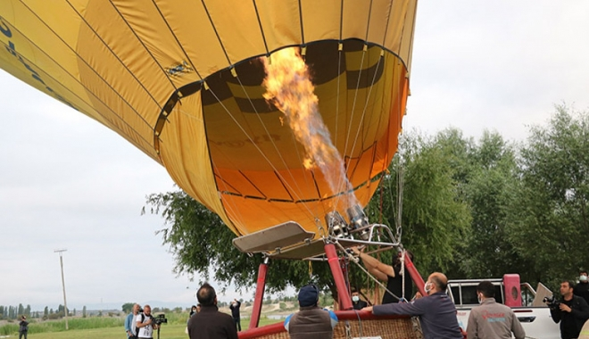 Emre Gölü'nde ilk sıcak hava balonu havalandı#video