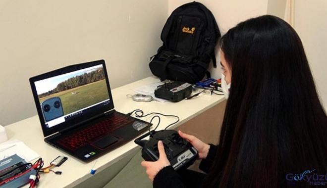 Ercişli 2 kız öğrenci, insansız model uçak yaptı