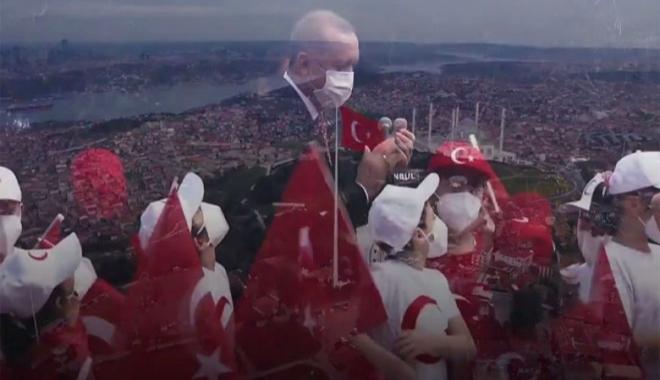 Erdoğan en büyük Türk bayrağını göndere çekti(video)