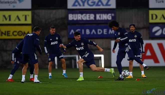 Fenerbahçe, derbi için kampa girdi