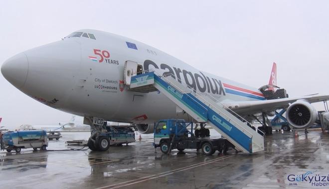 Formula 1  Uçağı Sabiha Gökçen Havalimanı'na indi(video)