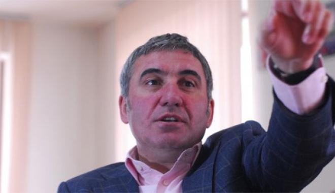 Hagi: 'Galatasaray UEFA'dan Ceza Gelse de Etkilenmez'