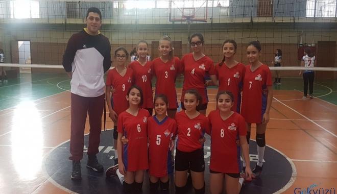 Halkalı Bahçeşehir Koleji'nin küçük kızları finalde!