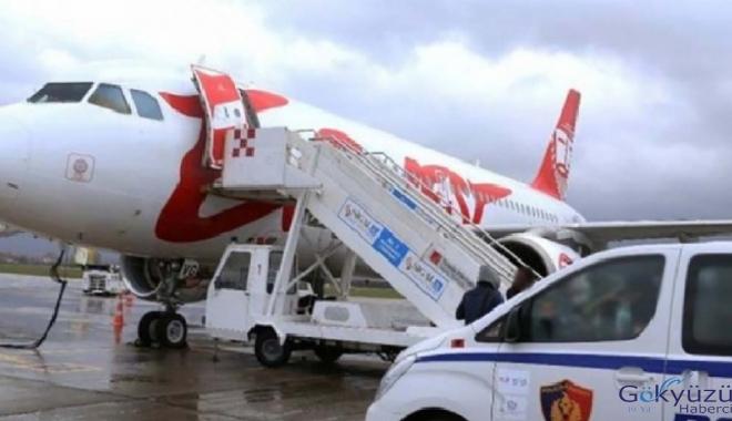 Havalimanı'nda silahlı soyguncular uçak soydu!
