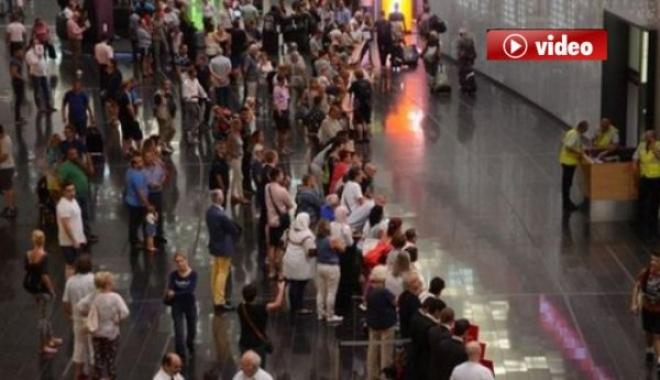 Havalimanı'nda Yolcular Perişan Oldu