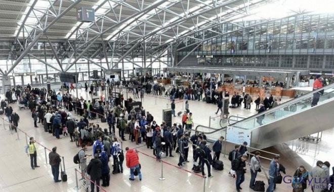 Havalimanında grev 600'den fazla uçuşu etkiledi