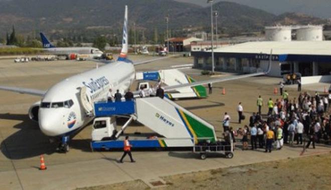 Hostes Kürtçe Konuşan Yolcuları Uçaktan İndirdi