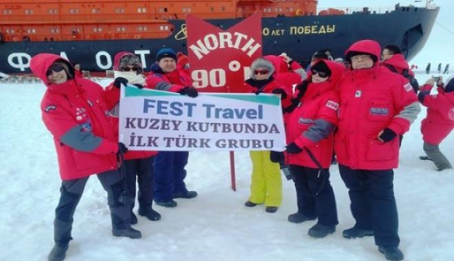 İlk Türk Gezgin Grubu Kuzey Kutbu'na Bayrak Dikti!