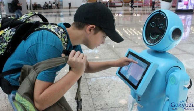 İstanbul Havalimanı'ndaki robotlara övgüler dizdiler