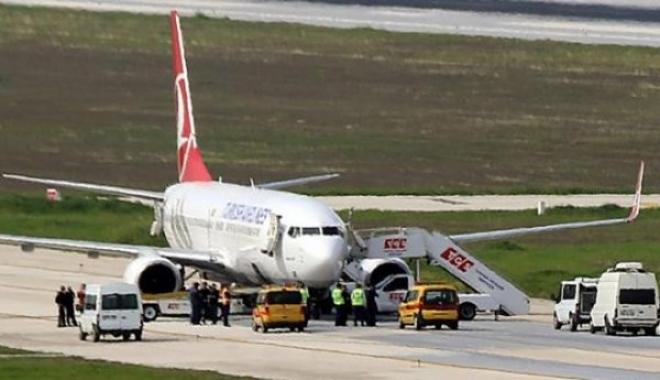 İzmir'de THY Uçağına Köpekler Bomba Aradı