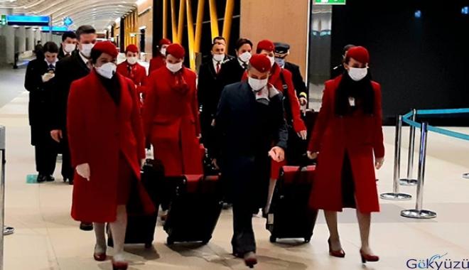 Kabin görevlileri tıbbi maske takacak.