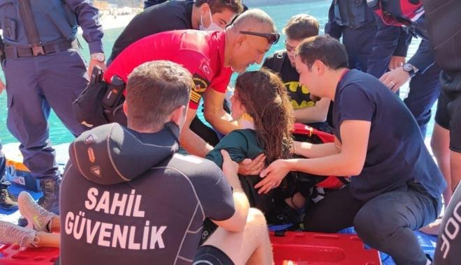 Kadın paraşüt pilotu denize düştü #video