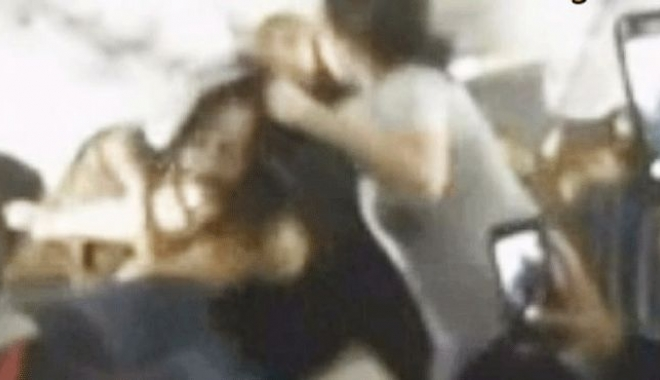 Kadın Uçakta Kocasını Dövdü