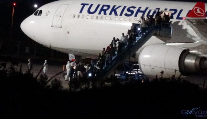 Kazakistan'dan 164 Türk vatandaşı Balıkesir'e geldi