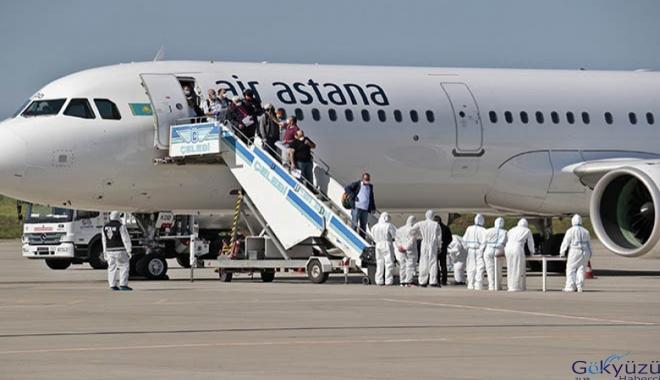 Kazakistan'dan 220 Türk vatandaşı Diyarbakır'a geldi