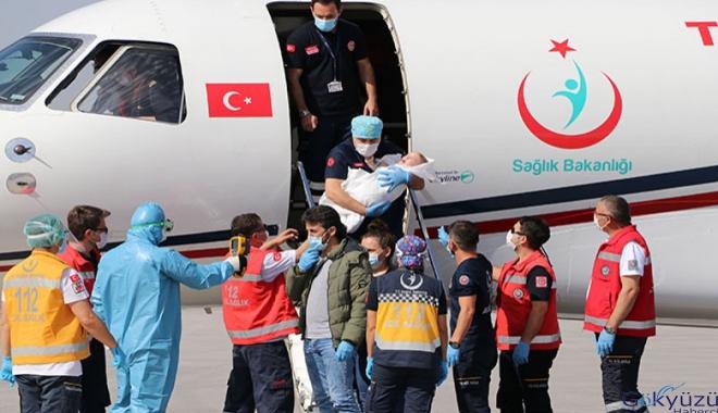 Londra'da operasyonla ayrılan siyam ikizleri, Türkiye'de