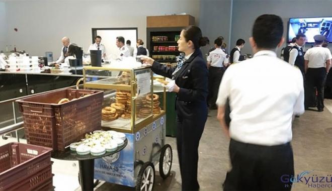 Pilot ve hosteslere kahvaltıda simit!