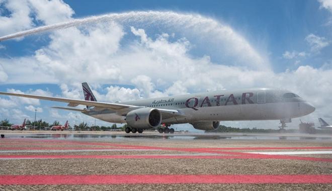 Qatar Airways'in Phuket Seferi Su Takı ile Karşılandı