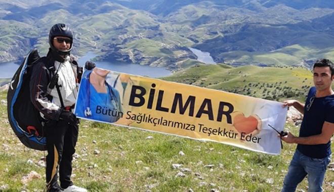 Raman Dağı'nda sağlık çalışanları için pankart açtılar