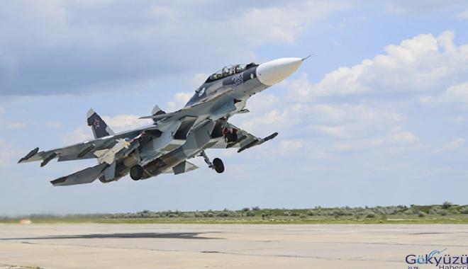 Rusya'da Su-35 tipi uçak yanlışlıkla vuruldu