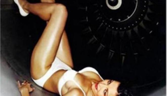 Ryanair Havayolu Hostesleri Soyundu