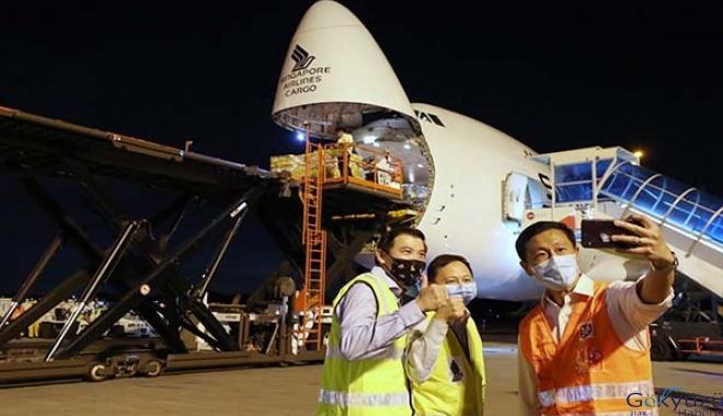 Singapur Hava Yolları Covid-19 aşılarını Singapur'a taşıdı