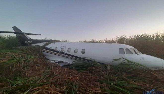 Tarlada uçak terk edilmiş halde bulundu