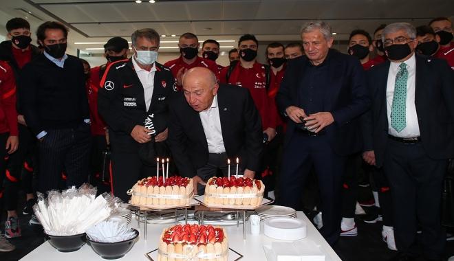 TFF Başkanı Nihat Özdemir'e doğum günü sürprizi